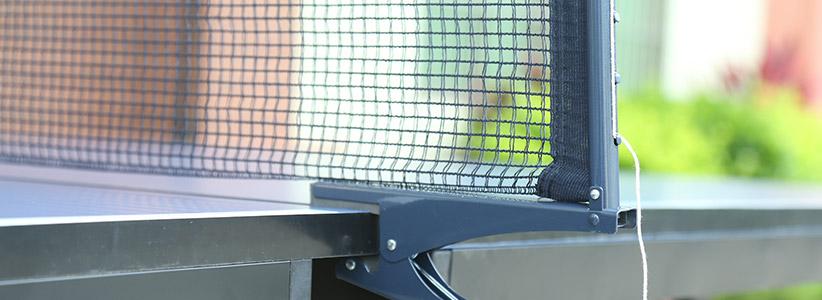 双子星可折叠可移动室内乒乓球桌球拦网轮特写